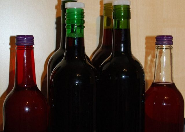 бутылки с домашним вином