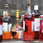 Бутылки с разными настойками