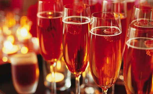 бокалы с шампанским с коньяком