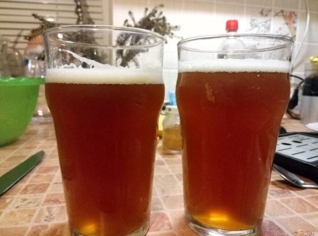 Два бокала с пивом