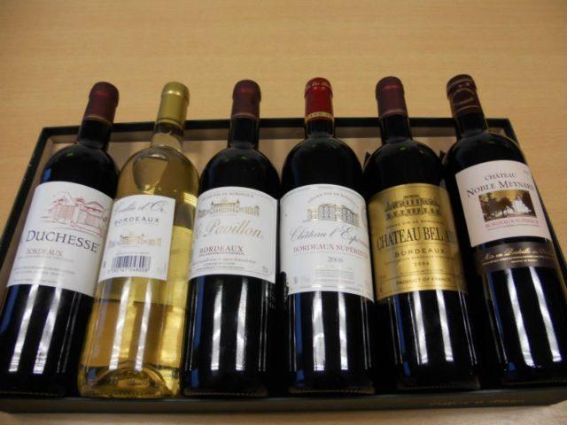 бутылки разного французского вина