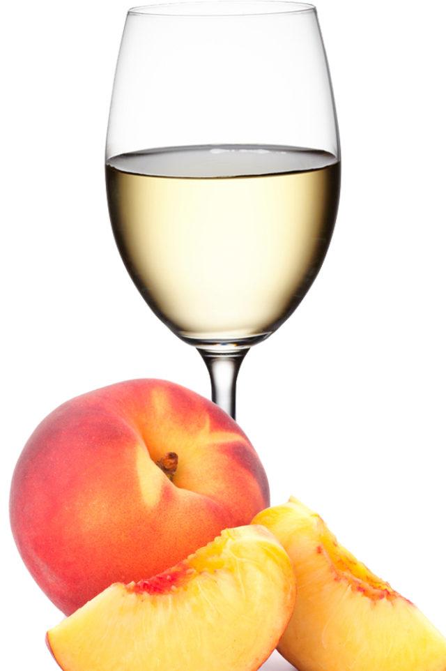 бокал с шампанским и персик