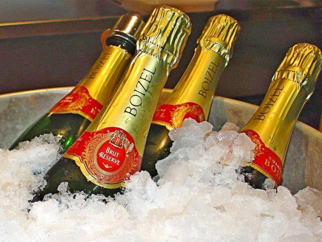 бутылки шампанского boizel во льду