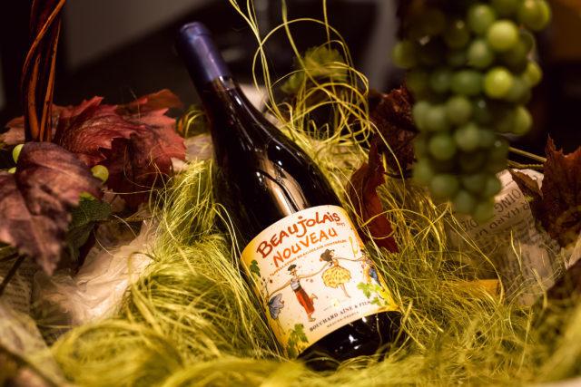 бутылка вина Beaujolais nouveau