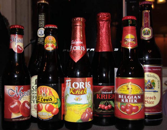 Разное вишневое пиво в бутылках