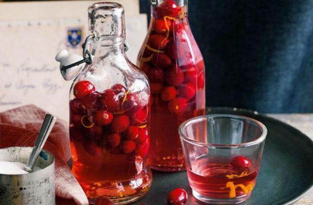 настойка клюквы в бутылках