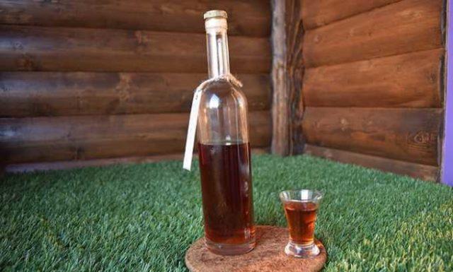 калгановка в бутылке и стакане
