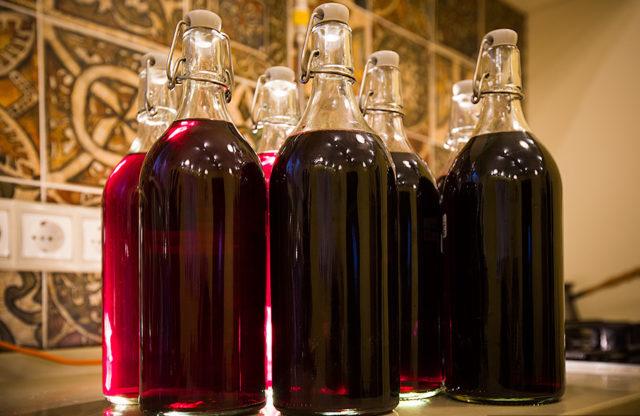 Сливовая настойка в бутылках