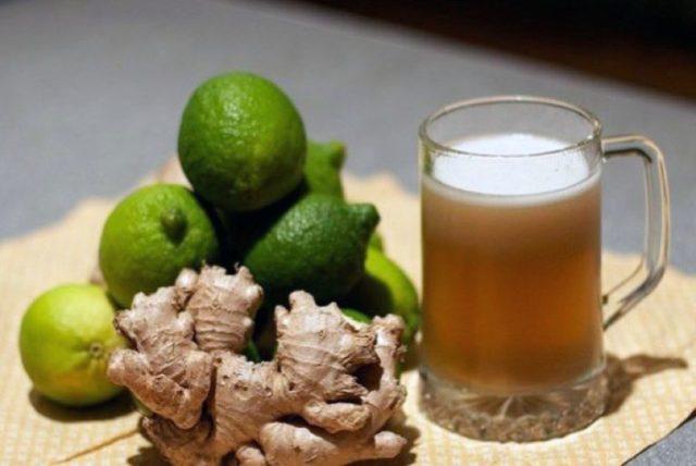 имбирное пиво, лайм и корень имбиря