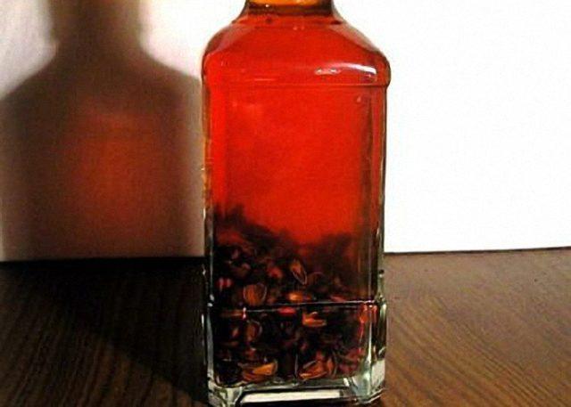 кадровая настойка в бутылке