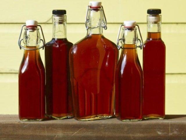 Кедровая настойка в бутылках