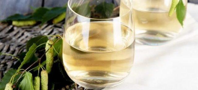 березовый сок в стакане
